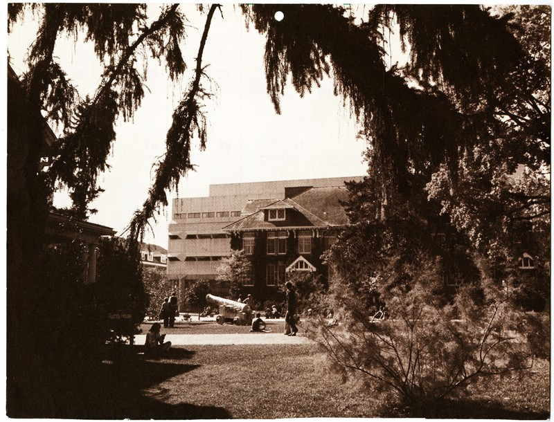BranionPlaza, showing the corner ofRaithbyHouse, the campus cannon,ZavitzHall, and the Physical Sciences Building [Printed in Guelph Alumnus VII No.5.] (1979)